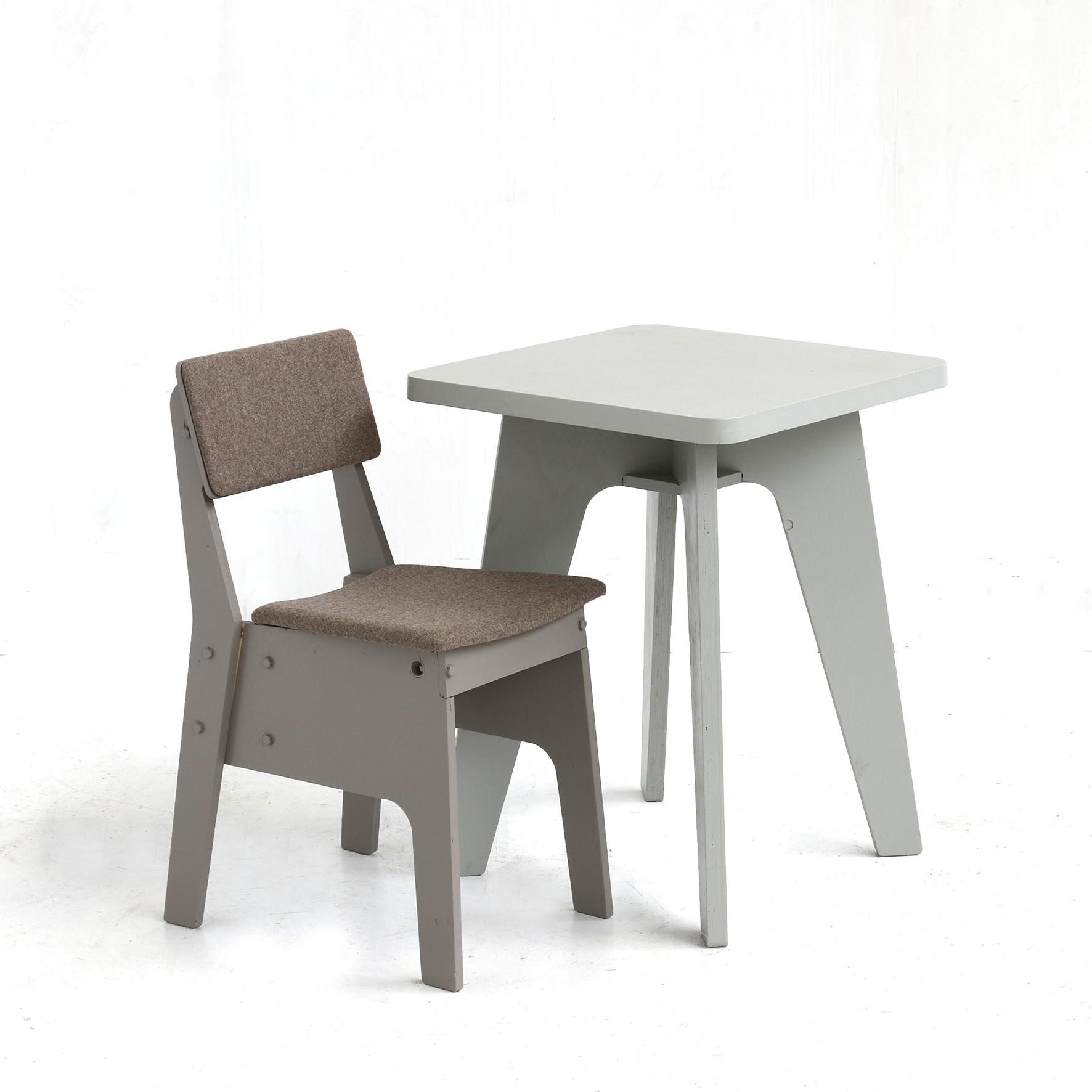 risis-stoel-gestoffeerd-grijs - chair upholstered - grey