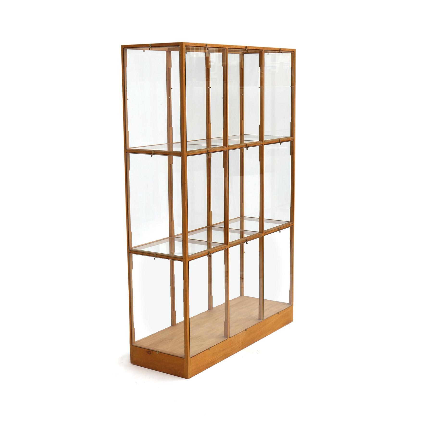 eiken-vitrine-3-koloms