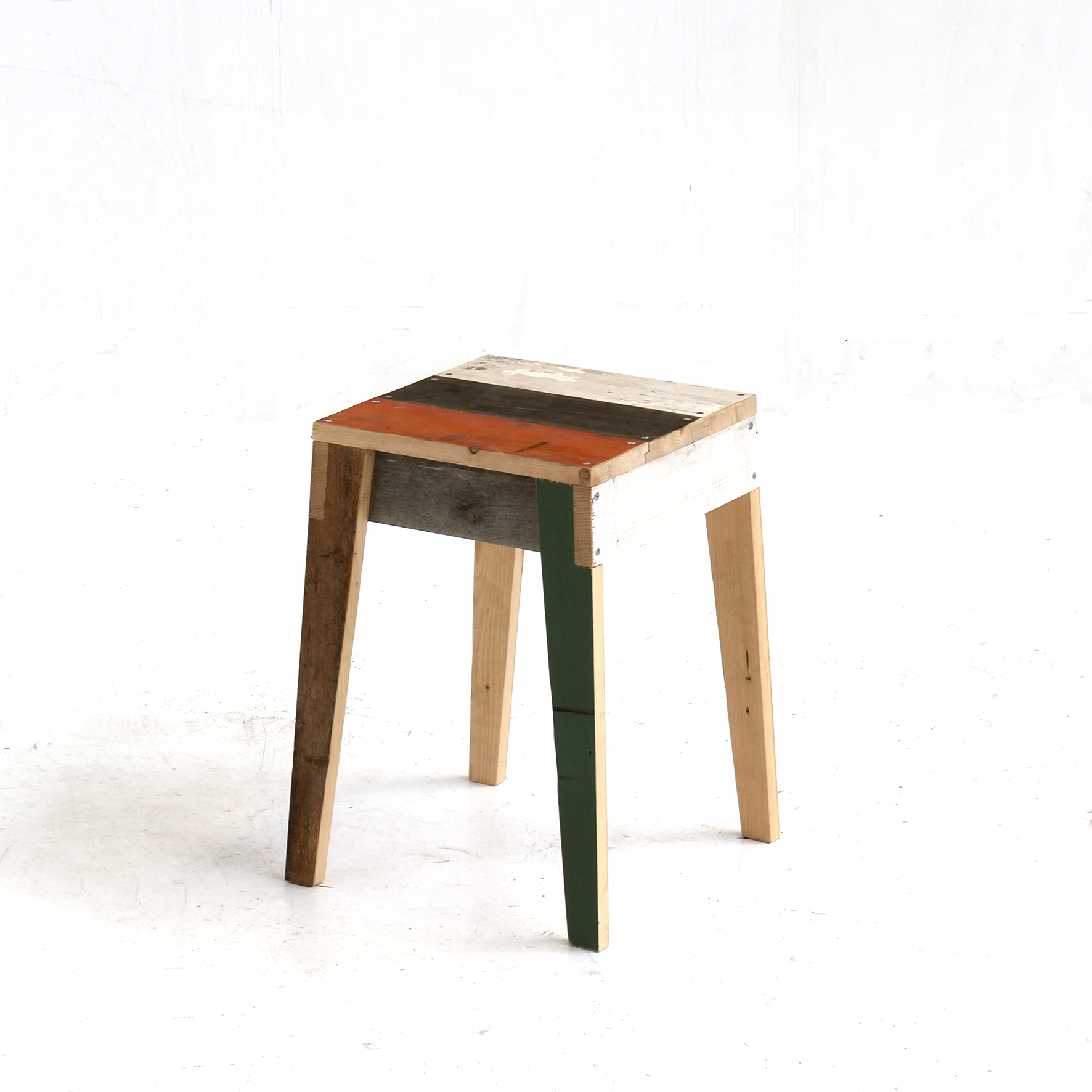 kruk-in-sloophout stool scrapwood