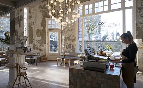 NLD, Niederlande, Rotterdam, Cafe und Restaurant Bakkerswinkel neu, Inneneinrichtung von Piet Hein Eek 2015 | NLD, The Netherlands, Rotterdam, cafe and restaurant new Bakkerswinkel, interior furnitures and installations by Piet Hein Eek 2015