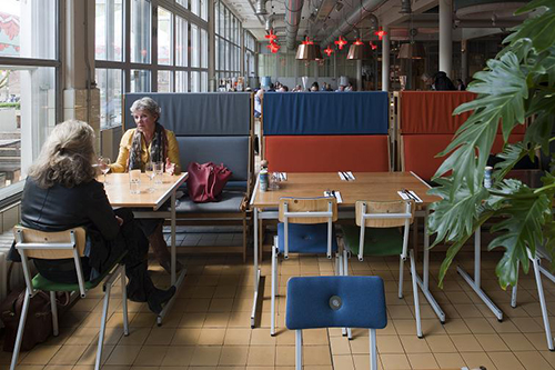 NLD, Niederlande, 's-Hertogenbosch, Verkadefabriek, Restaurant, Lounge, Veranstaltungsraeume, Filmsaele, Kino, Moebel und Inneneinrichtungen von Piet Hein Eek | NLD, The Netherlads, 's-Hertogenbosch, Verkadefabriek, restaurant, lounge, event rooms, cinema, furniture and interior design by Piet Hein Eek