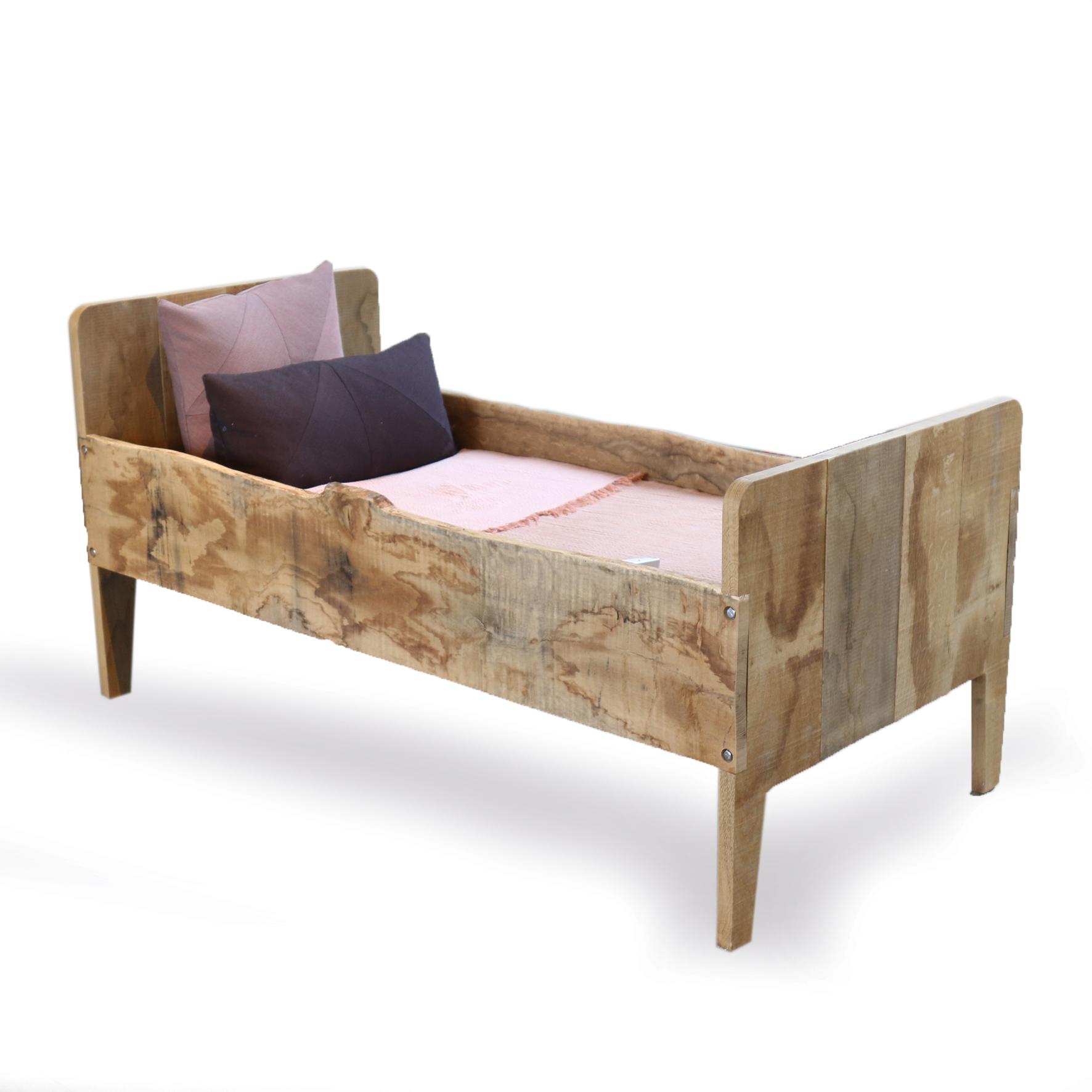 Boomstam junior bed